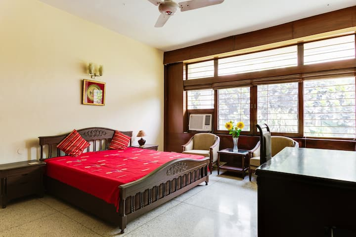 Comfort & Serenity in a green Delhi