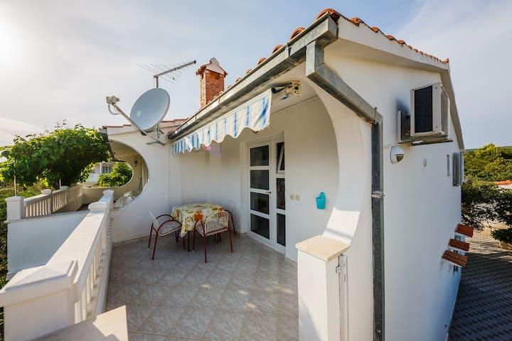 A3 spacious apt. with big garden, terrace & grill