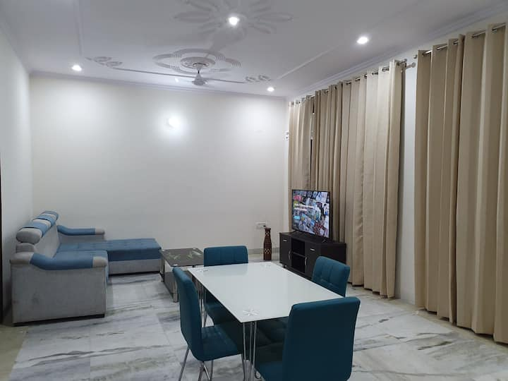 Indep Luxury 2 BHK, Bathtub, Terrace, near NH 8