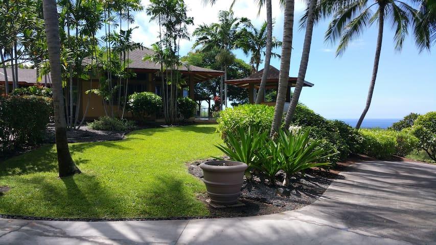 Rare Beauty and Luxury at Kealakekua Bay