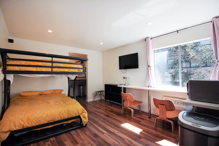 STUDIO 32 ~ Koreatown 2 beds! Only avail on Airbnb