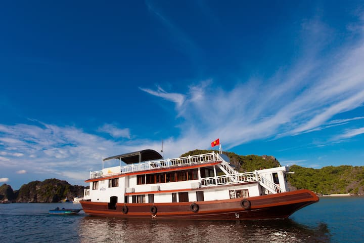 GOOD DEAL!!! BACKPACKERS CRUISE- 3D2N LAN HA BAY