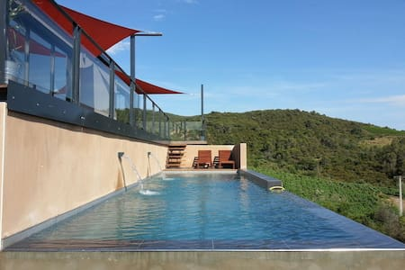 Modern house with view and pool - Roquebrun