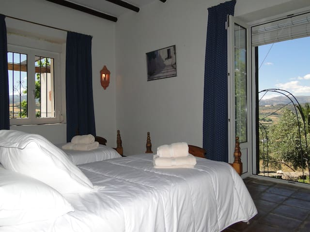 BED AND BREAKFAST IN A LUXURY VILLA 5