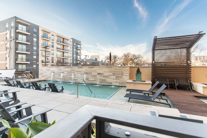 Luxury Dallas with Pool, Gym and Parking!