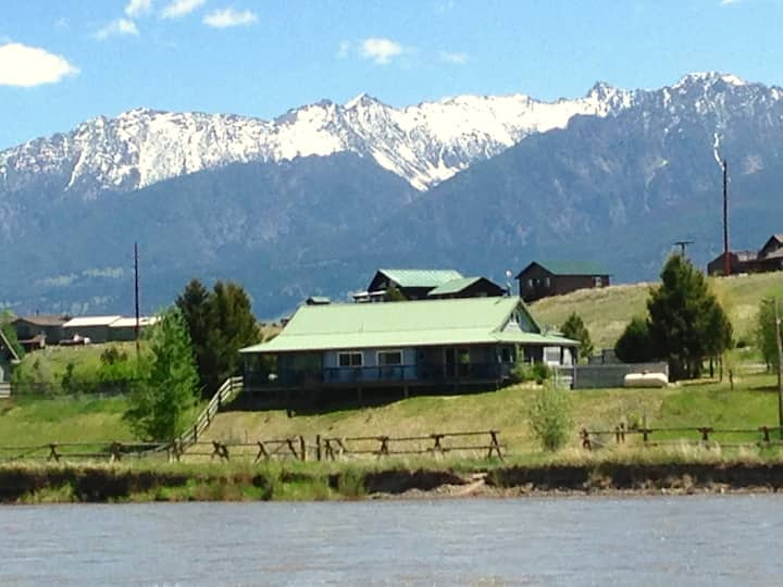 Yellowstone River House (Waterfront, Great Views)