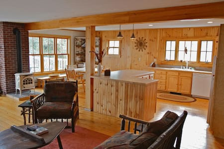 Adirondack Style Apartment on Lake Champlain - Essex
