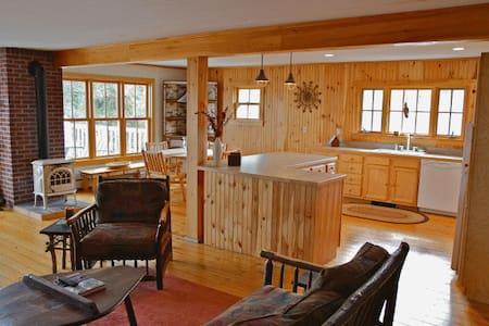 Adirondack Style Apartment on Lake Champlain - Essex - Lakás