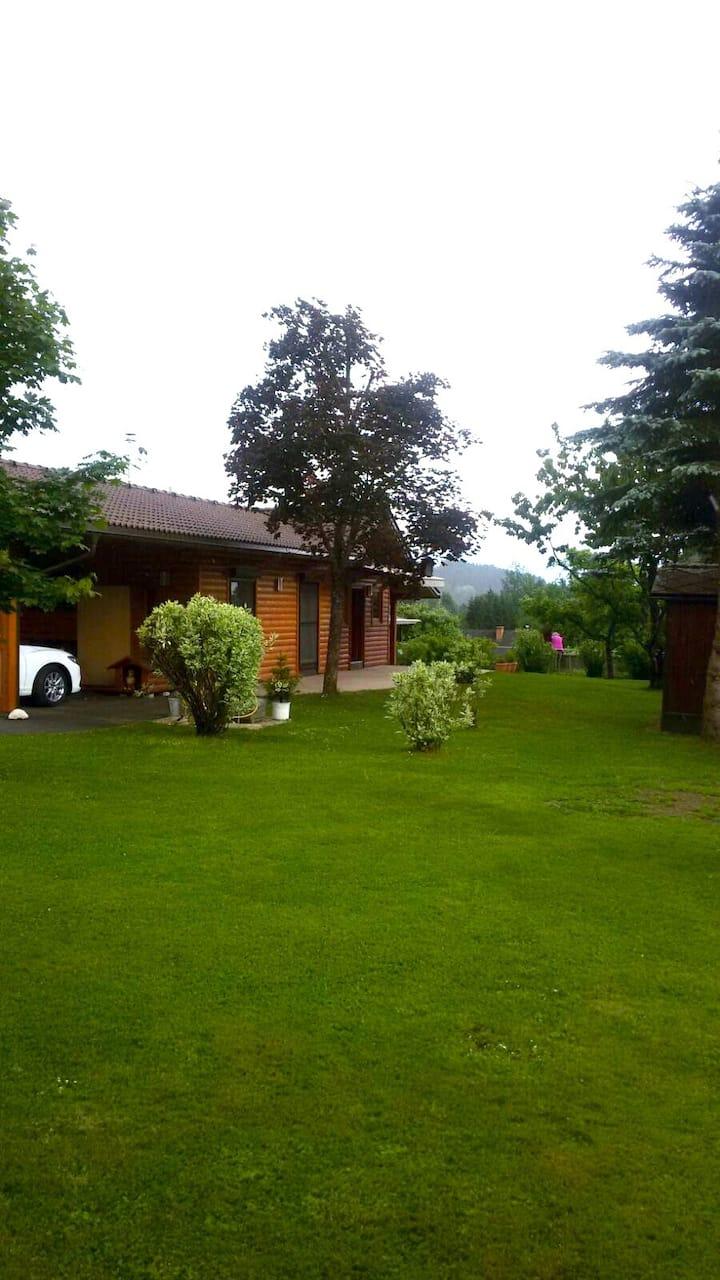 Gemütliches Blockhaus mit Garten