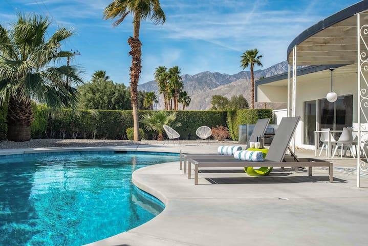 3BR/2BA Iconic Mid-Century Modern Gem w Pool Palm Springs