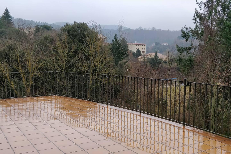 La terraza más grande de las 4 restantes, con preciosas vistas al Montseny