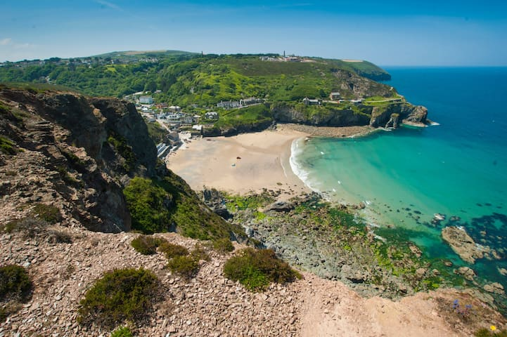 Coastal Period Property in the Heart of St Agnes