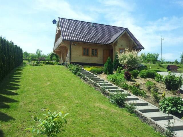 Drewniany dom niedaleko Ojcowa