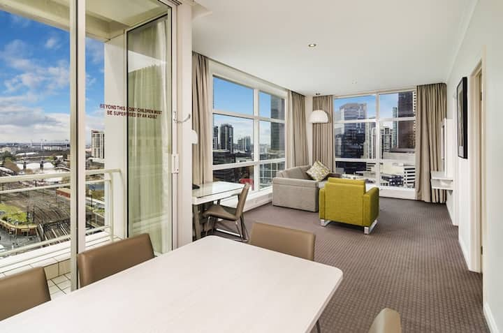 Deluxe 1 BR, Clarion Hotel CBD, Yarra River View