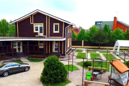 Дом из бревна с русской баней, участок 40 соток