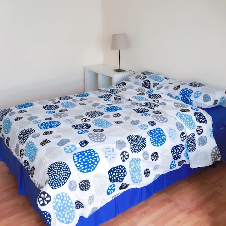 Great Location-Spotless-Private Room-红线旁舒适房间 302