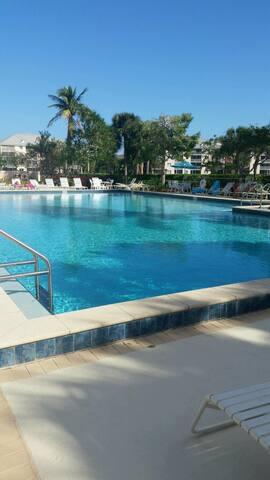 New 2/2 Luxury Resort Jupiter Villa  near beach