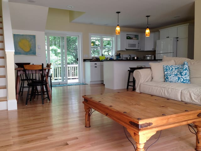 Queen Room in New home with Water Views - Peaks Island - Huis
