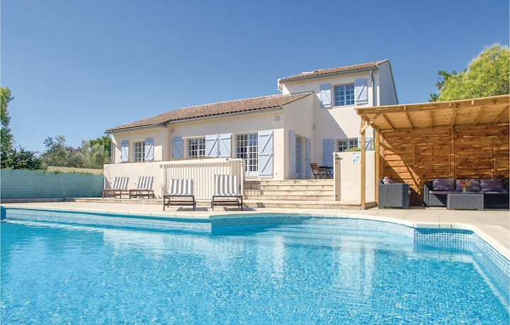 Awesome home in Thezan les Beziers with Outdoor swimming pool, Outdoor swimming pool and 5 Bedrooms