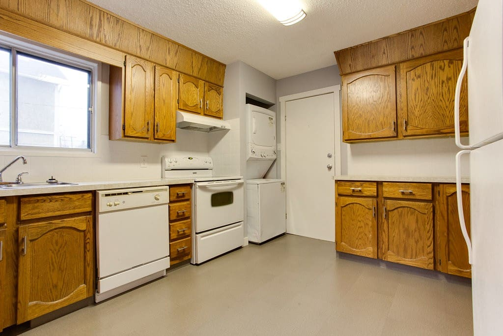 ensuite laundry, ceramic cooktop, dishwasher tons of counter space