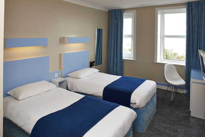 Seafront Escape - Twin room with breakfast