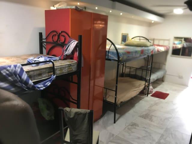 Bunk bed near bukit batok mrt ,shopping , gullin .