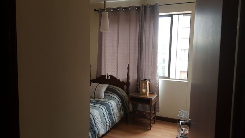 Great location near the airport, private room