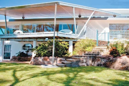 Drop-dead gorgeous beachfront home - Korora - Huis