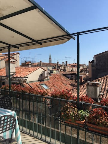 Cosy room in Venetian apartment with terrace - Venetië - Appartement