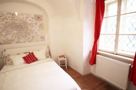CHARMING PRIVATE ROOM @ CHARLES BRIDGE LESSER TOWN - Prag