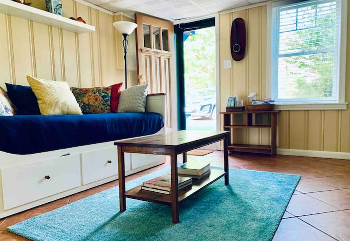 Cozy apt in beautiful Takoma Park-so close to DC!