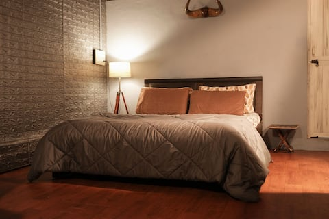 Mysore Downtown ❤️ Centrally located private room