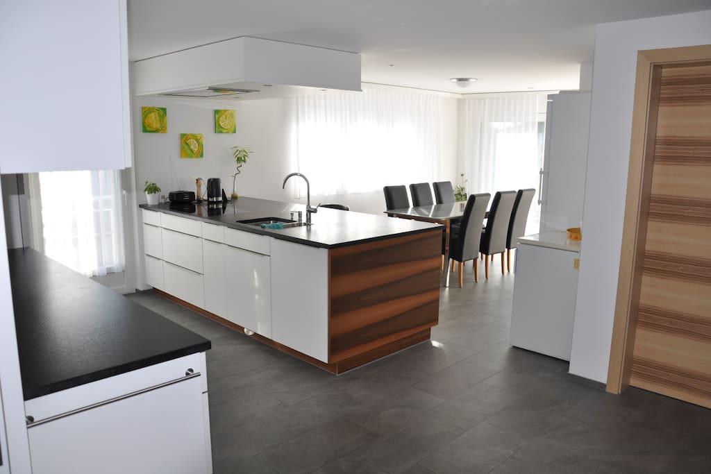 Wohnküche mit Küchenblock