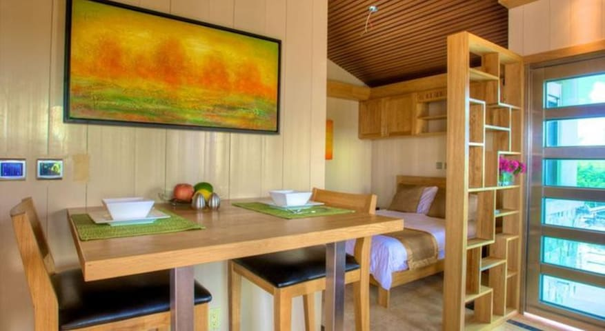 Cozy Tropical 1BR Suite at One On Marlin - Venetian Road Settlement - Lyxvåning