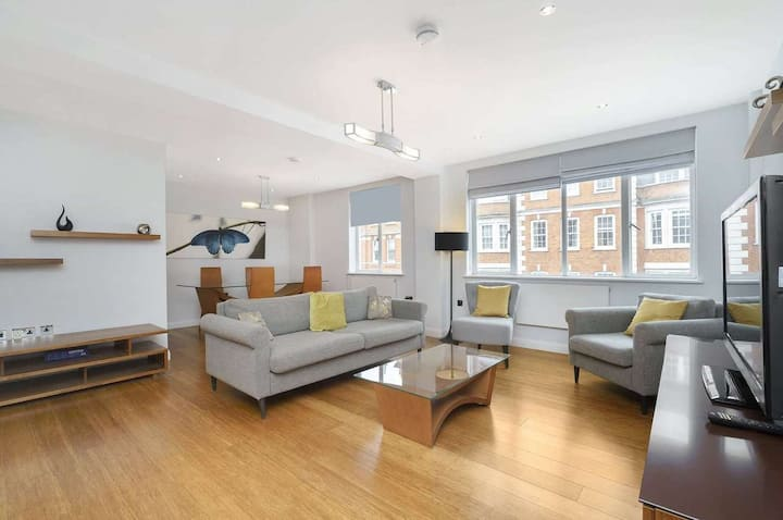 2 Bedroom flat in Marylebone with balcony