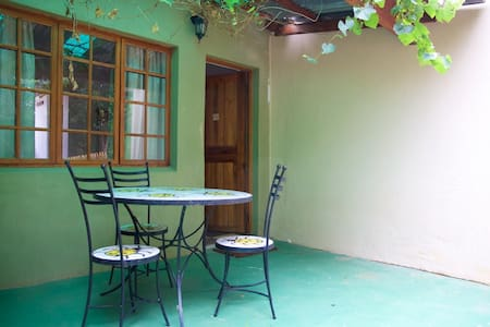 Rooster Apartment 3 R300pppn - Lanseria
