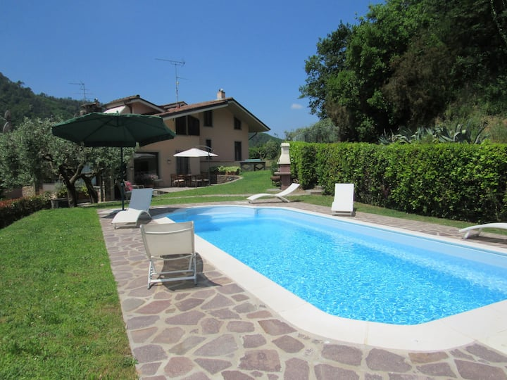 A large independent villa with pool in Lucca area