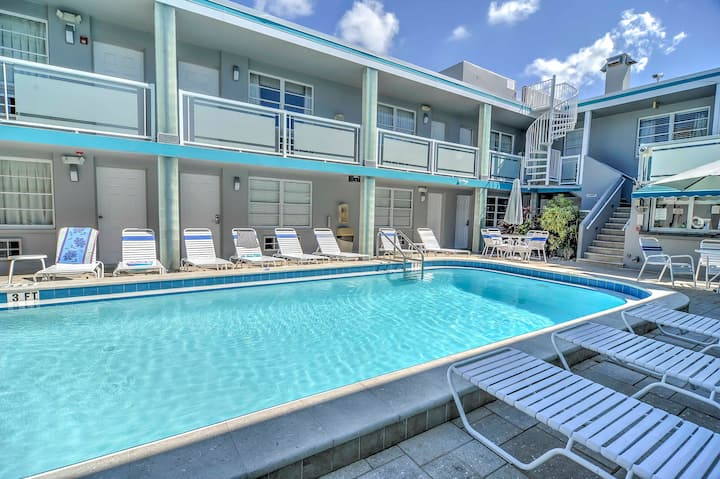 Studio w/Pool Access, 1 Block to Clearwater Beach!