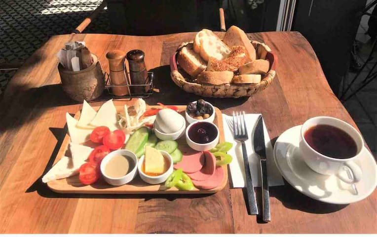 Free Breakfast+Private Room&Wi-Fi in Historic Town