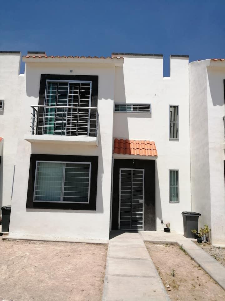 Habitación Privada Balcón Zona Industrial