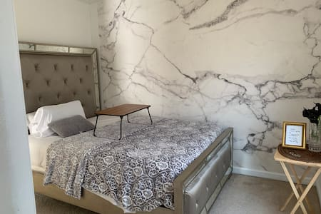 Lux Queen bed near Philly & AC