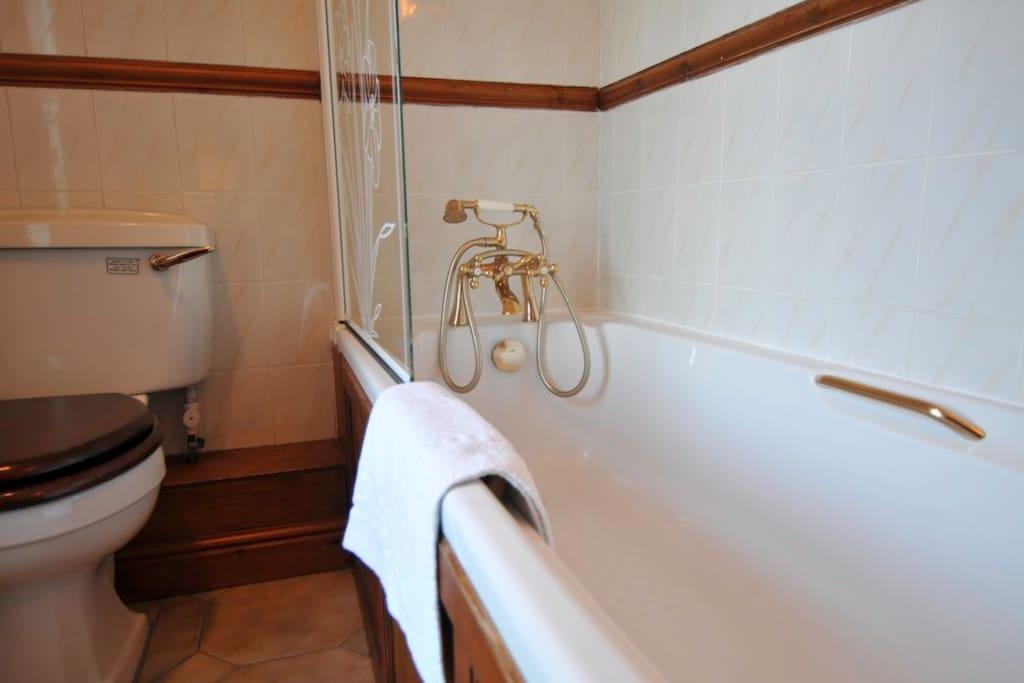 Bathroom, room 2