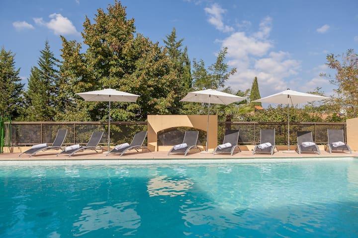 Appartement Confortable 15 minutes de la Côte d'Azur | Accès Piscine + Court de Tennis