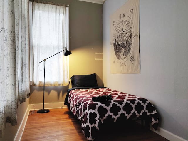 Room B | at Backpackers Co-living House