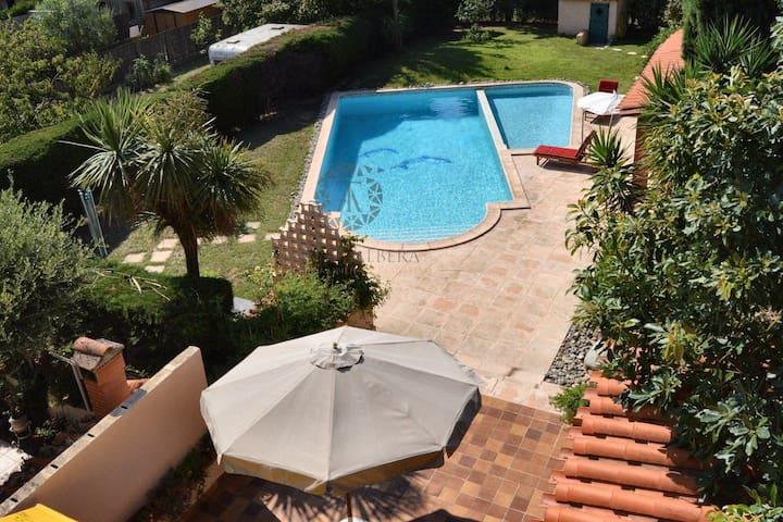 Grande maison avec piscine 10 min des plages