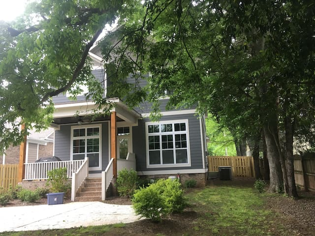 Perfect location with space in HSV - Huntsville - Hus