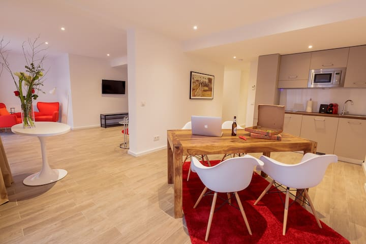 """Brera """"Fantastic"""" Apartment - Your Mid Stay Rate"""