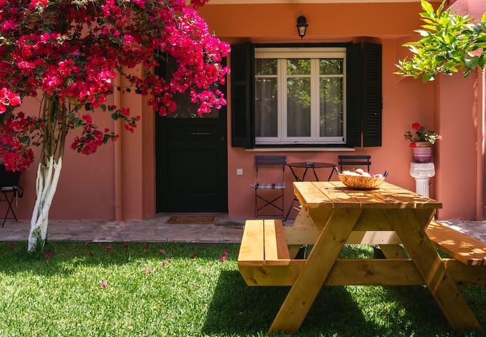 Το πιο άνετο σπίτι με τον όμορφο κήπο
