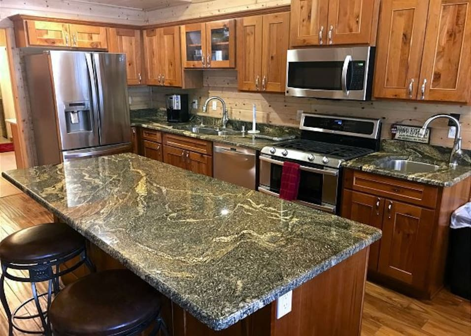 Granit counter tops throughout