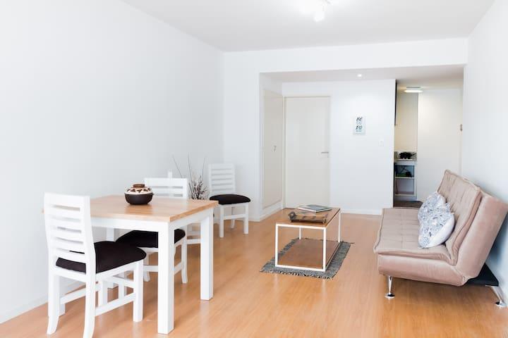 Luminoso y cómodo living comedor - Sunny and comfortable living room